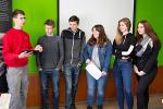 Schüler der Q1 am Stand der Firma Meißner